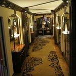 The Lalique corridor outside the Dragon Phoenix