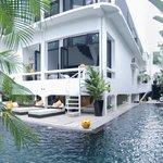 L'hôtel et sa piscine