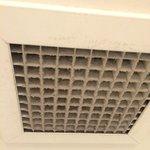 Il bocchettone di aspirazione dell'aria nel bagno dovrebbe essere pulita ogni tanto.