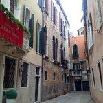 la petite rue de l'hôtel