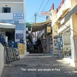 The narrow streets of Fira