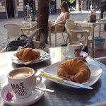 colazione a due passi dall'Hotel  in una zona pedonale molto tranquilla