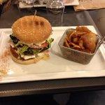 Le burger normand et ses frites maison, enoooorme !!!