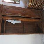 wardrobe door missing