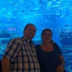 Mis padres disfrutando el acuario