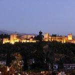 Alhambra - vista notturna dal mirador de San Nicolas