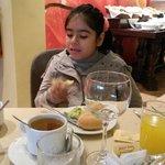 Tomando un rico desayuno