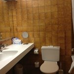 70s bathroom! awful, and you pay CHF 200 for this!