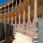 Двойная галерея арок с тосканскими колоннами