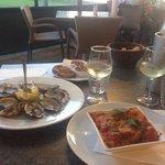 Entrée : huîtres et cannellonis épinards ricotta. Délicieux!