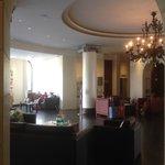 Отель NH Exelsior. Холл.