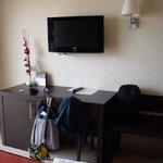 television y muebles adecuados
