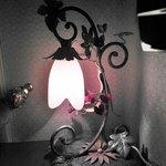 Настольная лампа в номере
