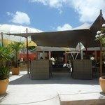 Het gezellige restaurant van Kontiki Beach Resort
