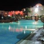 La piscine le soir , magique