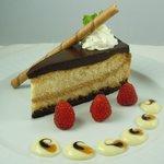 White chocolate cajeta cheese cake