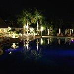 Pool in der nacht
