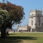 Torre di Belem tra gli oleandri