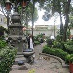 Plaza jardin interno de la Casa Museo de Hernàn Cortez