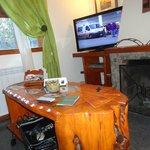 Còmodo y con muebles artesanales