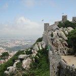La bella vista de una de las torres del Castillo de los Moros