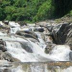 водопады недалеко от Нячанга, вода холодная