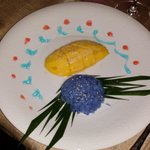 Dolce con mango e riso blu