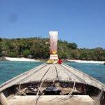 Vue sur les plages de l hôtel depuis un longtailboat