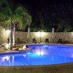 panorama piscina di notte