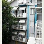 Vista dal balcone del 2°piano, retro hotel.