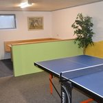 Freizeitraum mit Tischtennis, Kicker, Dart und Gesellschaftsspiele