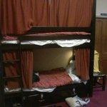 Dormitorio Femminile con 12 Letti e Bagno Interno