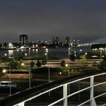 uitzicht vanaf de SS Rotterdam op skyline bij night