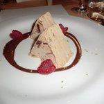 アルプス連山をイメージしたケーキは甘すぎず美味しかった