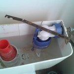 chasse d'eau cassée