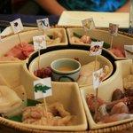 large choix de viandes et de poissons à faire griller