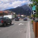 de straat waaraan het hotel ligt