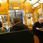 Binnen is het net tram 28