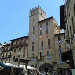 Palazzi storici, contesto di piazza Maggiore