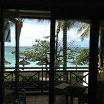 Vista do quarto para a varanda e praia