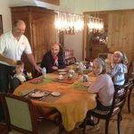 la famille au petit déj