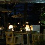 夜のジンバランガーデン(プールサイドレストラン)