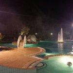 bellissima piscina.. aperta anche la sera