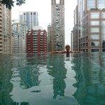 La piscine au 19ème étage, superbe