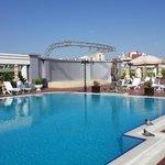 Hotel in havuzu, lobby dan bakinca