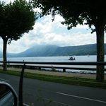 Bord du lac vu de la route