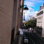 Foto da Torre Eiffel da janela do hotel