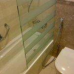 Limpio. Poca presión de agua en la ducha