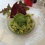 Trofie al Pesto - Achtung Salat nicht essbar, da nicht gewaschen und faule Stellen.