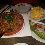 Arroz con pollo (mamposteao)  Ensalada d Aguacate y Tostones de Pana...Delish!